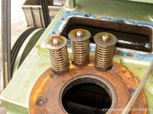 Repairing Oil-sealed Rotary Vacuum Pumps